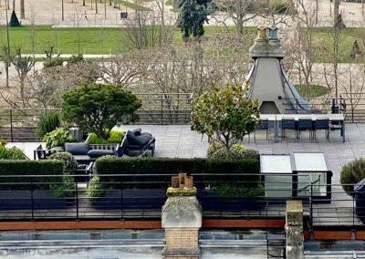 Grand toit terrasse à Paris vue sur parc