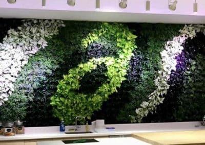 Mur végétal à l'intérieur d'une boutique